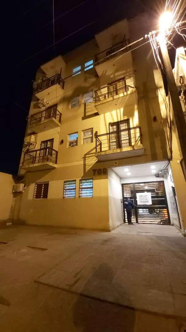 ALQUILO: 1 dormitorio con placard, baño, cocina comedor con termotanque, lavadero y balcon.  TRATO DIRECTO. 0