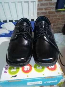 Zapatos y zapatillas para niño