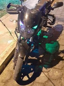 Vendo moto pulsar en buen estado papeles al día 10/10 modelo 180 negociable
