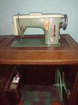 Maquina de coser marca Cadis