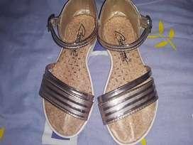 Vendo sandalias para niña