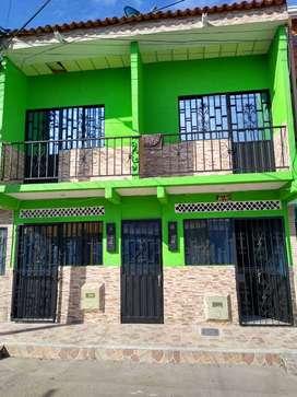 casa dos pisos renta. 950 mil pesos mensualesles estrato 2 dos