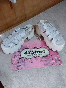 Sandalias blancas con plataforma 47 Street