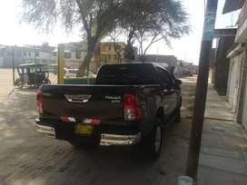 Camioneta Hilux 4x2 sr full mandos en el timón