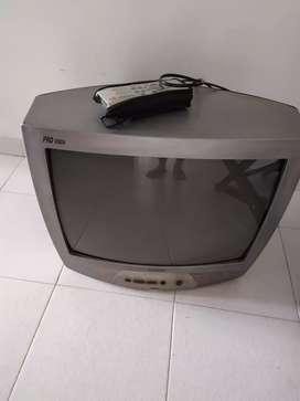 Televisor antiguo en perfecto estado