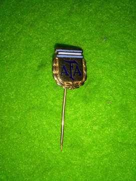 Antiguo pin distintivo AFA fútbol Seleccion Argentina 1970s alfiler
