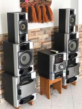 Equipos de sonido, con 6 bafles de 3 diferentes tamaños, ademas el panel de control, todo en miy buen estado,