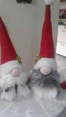 Hermosa pareja de nomos navideños para que decores tu hogar