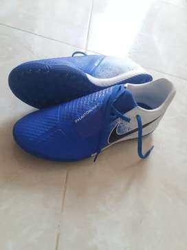 zapatillas nike,para fútbol,originales y nuevas.