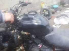 Vendo accesorios de moto gixxer usados en buen estado