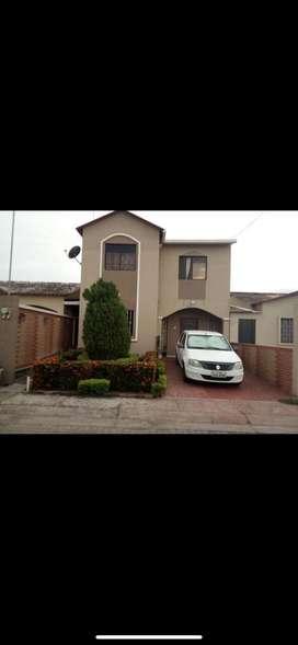 Casa de 2 plantas, 4 dormitorios en Urbanización Villa Club
