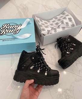 Botas vanity negros nuevos de marca Bang Bang, recien salidos de la caja. Motivo por venta: no me quedaron las botas