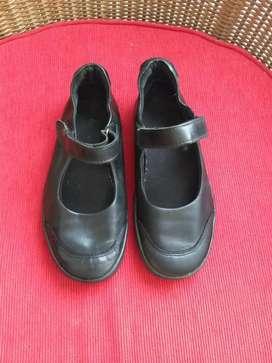 Zapatos Negros Kickers N36