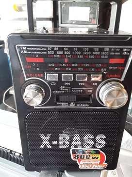 Radio am  FM 6 bandas recargable con linterna  USB sd 800 watios Correa para colgar
