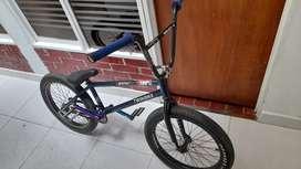 Se vende bicicleta bmx dirt
