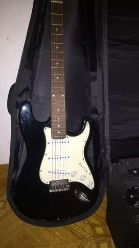 Se vende guitarra electrica mc-art tipo Stratocaster, con amplificador Laney