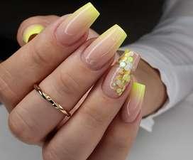 Se busca manicurista que haga uñas acrilicas