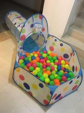 Cancha piscina de pelotas con carpa.