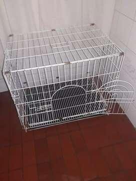 Jaula para perro o gatos muy bien cuidada
