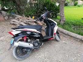 Se vende moto scooter