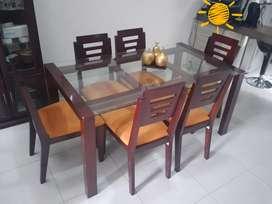 Comedor de seis puestos  mesa en vidrio