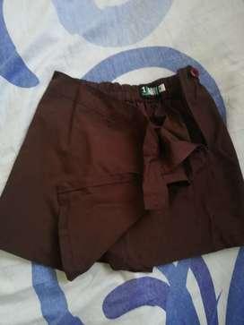 Vendo pollera pantalón colegial marrón