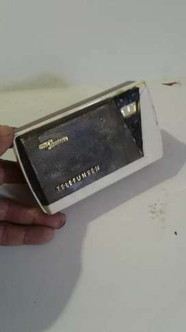 Antiguo radio portatil TELEFUNKEN