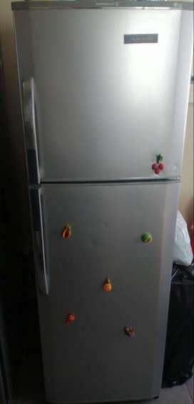 Refrigeradora gris LG No frost