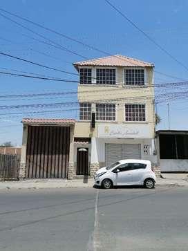 Vendo casa de 3 pisos en Manta Altamira