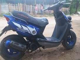 Moto de color Azul, buena, bonita y  varata