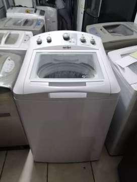 Lavadora 38 libras Mabe, de perilla, grande, blanca