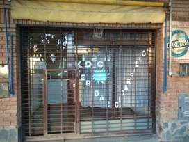 Atención Local Félix Paz 305 esq Duarte Quiros, 21 M2 vidriado reja