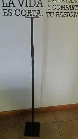 Pie de hierro portavela alto 1.22 base 17x17 base de vela 8x8