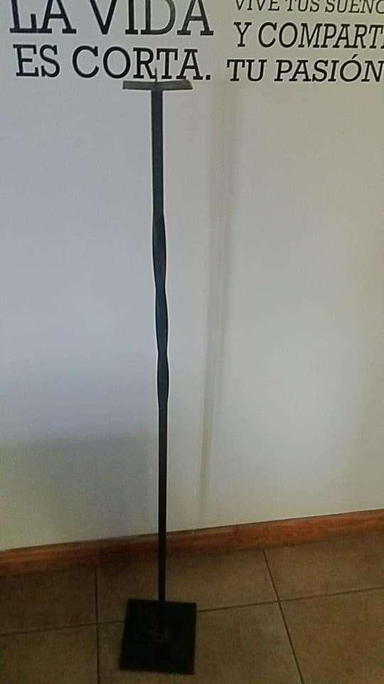Pie de hierro portavela alto 1.22 base 17x17 base de vela 8x8 0