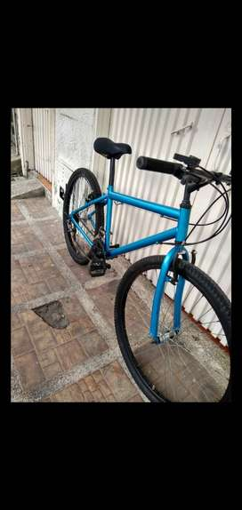 Bicicleta toterreno con papeles