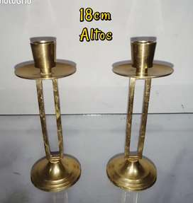Pareja de candelabros en bronce