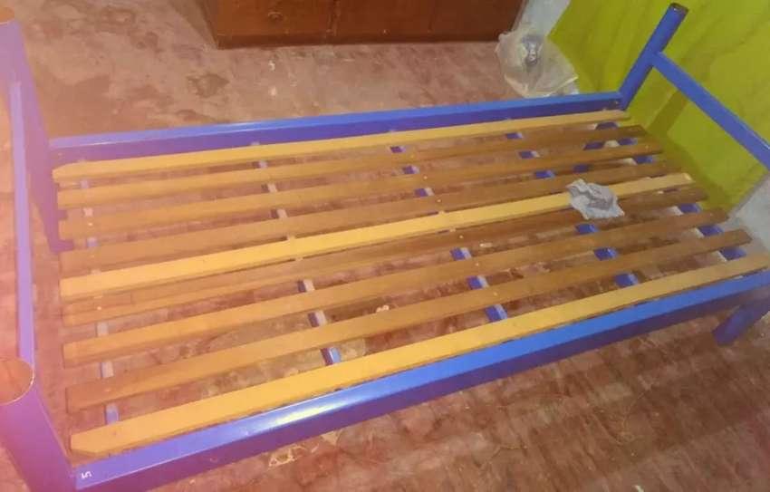 Vendo cama de 1 plaza reforzada 0
