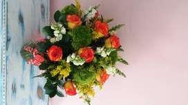 se necesita  florista  y vendedor