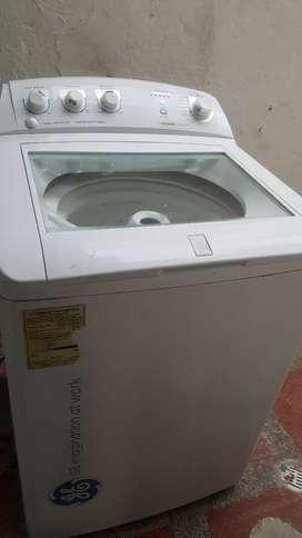 Se vende combo. En  excelente precio y muy buen estado lavadora secadora y nevera