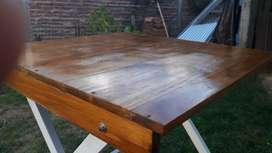 Mesita de madera plegable