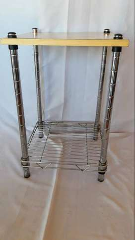 mesa de madera cromada  60cm x  40cm x 40cm