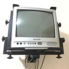 Tv Panasonic con base de pared.