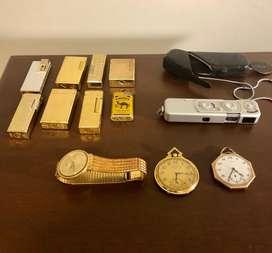 Colección de encendedores, colección de relojes, peines chinos, cucharas coreanas con estuche y cámara minox alemana.