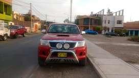 TOYOTA HILUX 4x4 SR - Año 2012