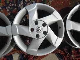 Llantas y Aros de magnesio Originales Renault Duster Dynamique/ Llantas Michelin Latitude Tour HP 215/65 R16 al 90%