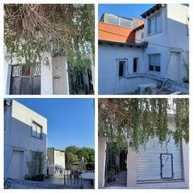 Local con 2 viviendas de 2 ambientes cada una.