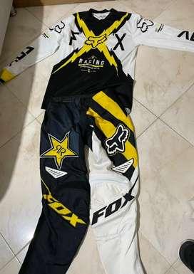 Se vende uniforme completo , se puede utilizar para motocross y bicicross
