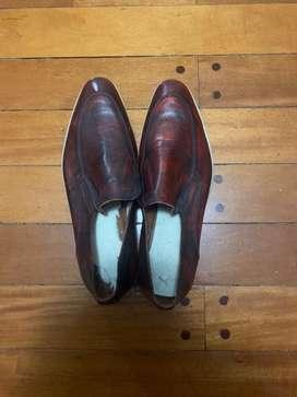 Zapato de vestir de cuero bordo esfumado nunero 41