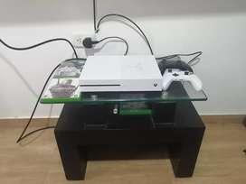 Xbox one 1 tera, aún con garantia. Dos controles - 3 juegos físicos y más de 10 digitales.