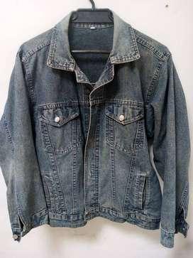 Chaqueta en jean talla M VALOR $39.900 Estoy hacia el sur SOLO INTERESADOS POR INBOX